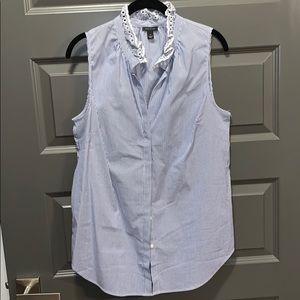Ann Taylor white/blue sleeveless button down top
